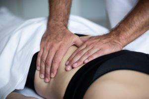 Masseur Thomas Sackl bei Massage